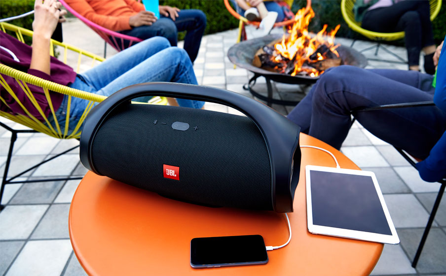https://fr.jbl.com/on/demandware.static/-/Sites-masterCatalog_Harman/default/dw2148b7f8/pdp/JBL_Boombox_Rechargeable_Feature02.jpg.jpg